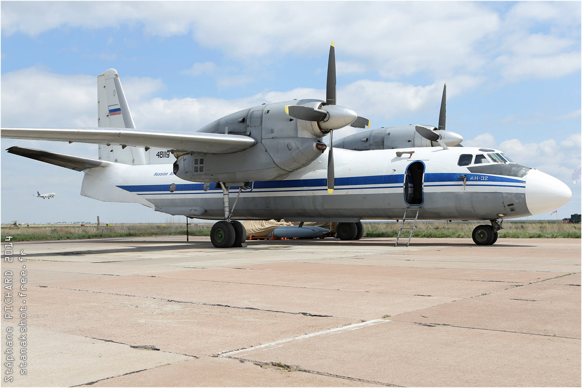 tof#7660 An-32 enregistré en Russie au statique à Astana (Kazakhstan - air force) en 2014