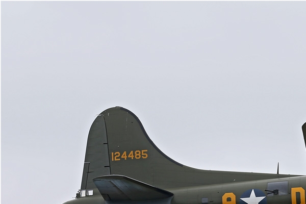 Photo#7240-1-Boeing B-17G Flying Fortress