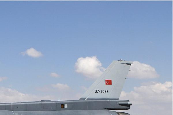 Photo#7100-2-Lockheed Martin F-16D Fighting Falcon