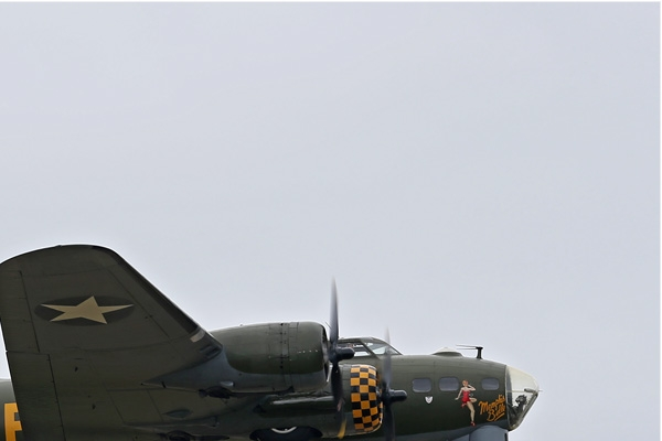 Photo#7240-2-Boeing B-17G Flying Fortress