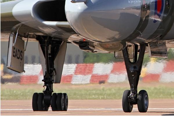 Photo#7237-3-Avro Vulcan B2