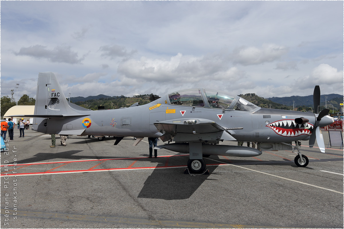 tof#8686 Super Tucano de la Force aérienne colombienne au statique à Rionegro (Colombie) F-AIR 2015