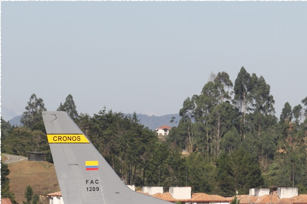 8650a-Boeing-737-400-Colombie-air-force