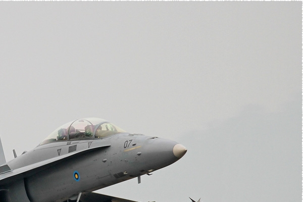 Photo#8420-2-McDonnell Douglas F/A-18D Hornet