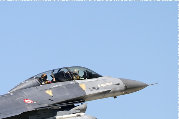 Photo#8568-2-General Dynamics F-16D Fighting Falcon