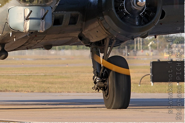 Photo#8031-4-Boeing B-17G Flying Fortress