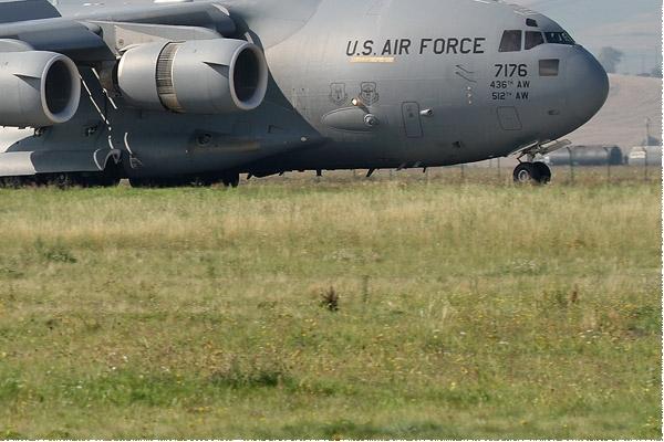 Photo#8818-4-Boeing C-17A Globemaster III