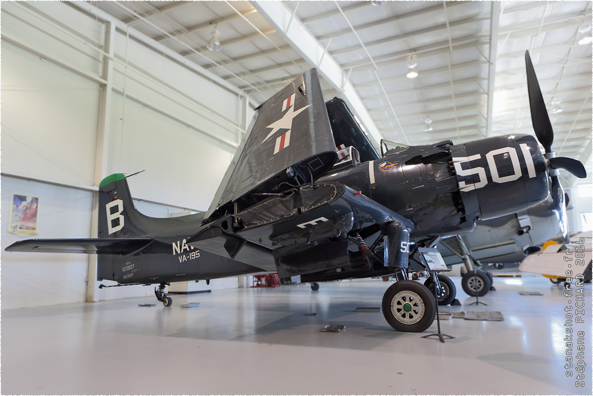 tof#9169 Skyraider enregistré aux USA au statique à Virginia Beach (VA, USA) en 2016