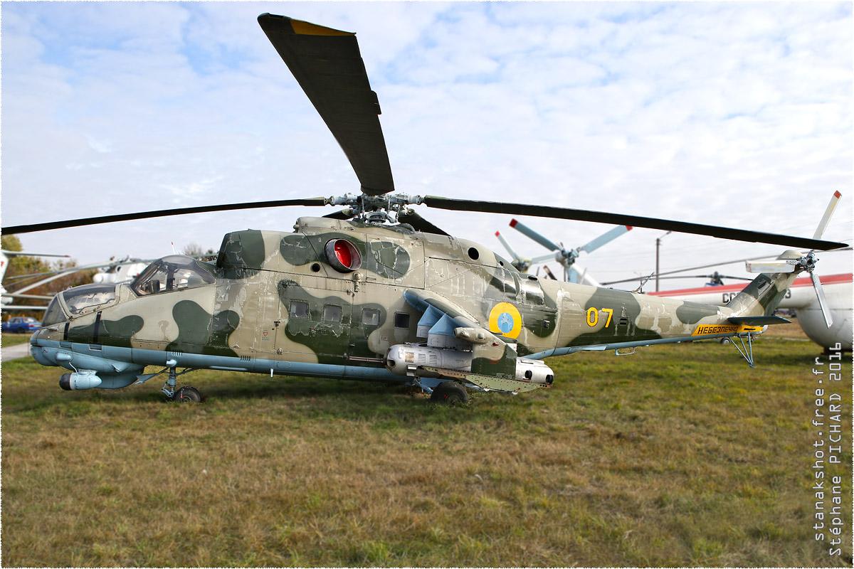 tof#9645 Mi-24 de la Force aérienne ukrainienne au statique à Kiev-Zhuliany (UKR) en 2016