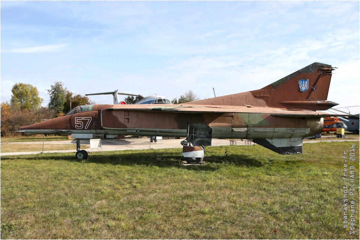 tof#9652_MiG-23_de la Force aérienne ukrainienne