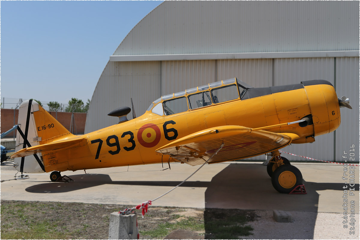 tof#9724 T-6 de la Force aérienne espagnole au statique à Museo del Aire, Cuatro Vientos (Espagne)