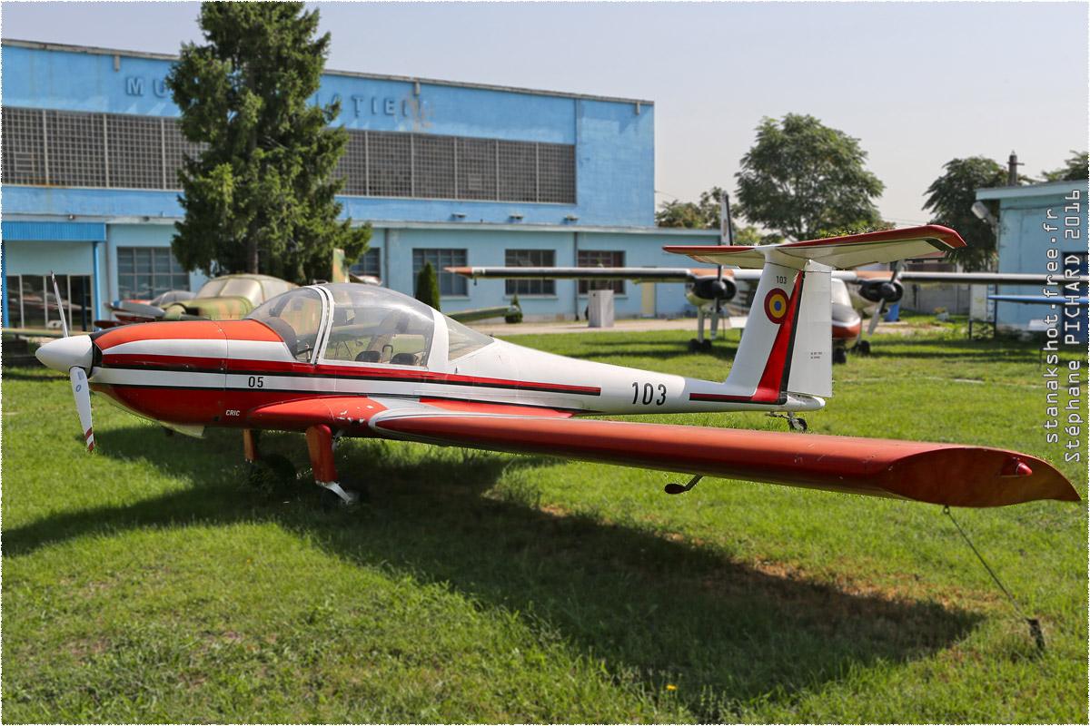 tof#9727 IAR-28 de la Force aérienne roumaine au statique à Muzeul Aviaţiei, Bucureşti (Roumanie)