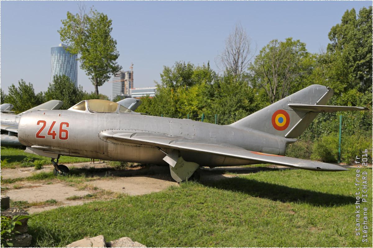 tof#9732 MiG-15 de la Force aérienne roumaine au statique à Muzeul Aviaţiei, Bucureşti (Roumanie)
