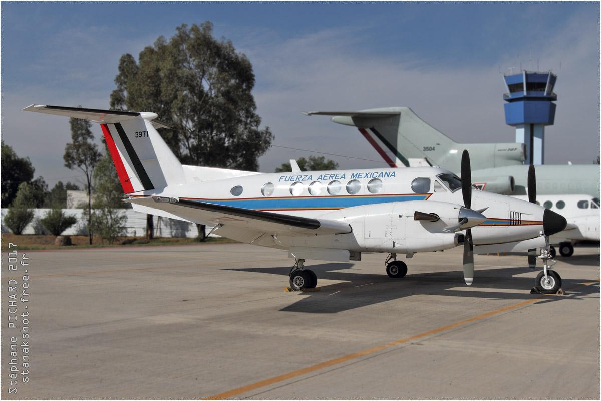 tof#9857 King Air de la Force aérienne mexicaine au statique à Santa Lucía (MEX) en 2017