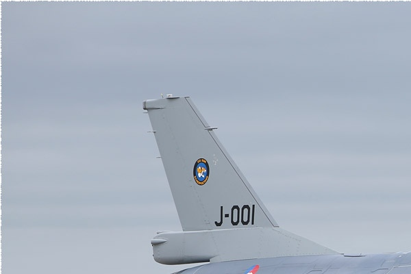 Photo#9950-1-General Dynamics F-16AM Fighting Falcon