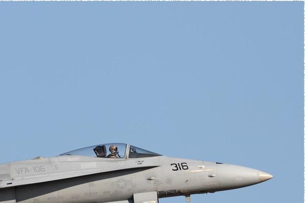 9143b-McDonnell-Douglas-F-A-18C-Hornet-USA-navy