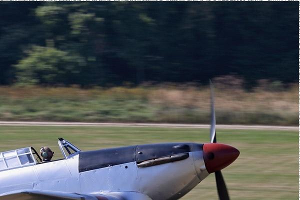 9577b-Hawker-Hurricane-IIB-Royaume-Uni