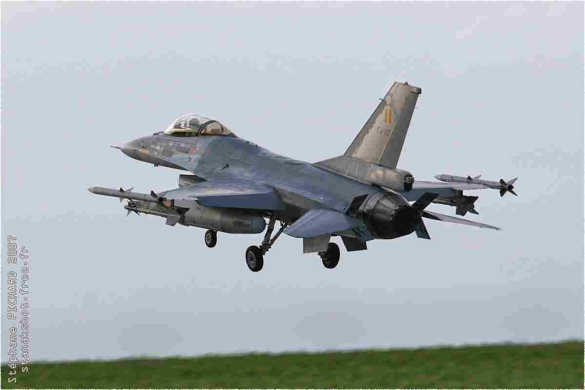 tofcomp#1988 F-16 de la Force aérienne belge à l'atterrissage à Florennes (BEL) lors du TLP 2007-1