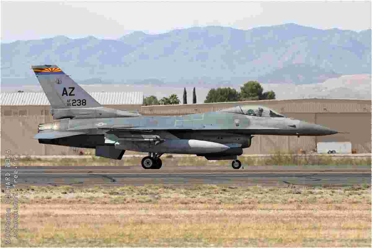 tofcomp#10811 F-16 de l'US Air Force au roulage à Tucson (AZ, USA) en 2018