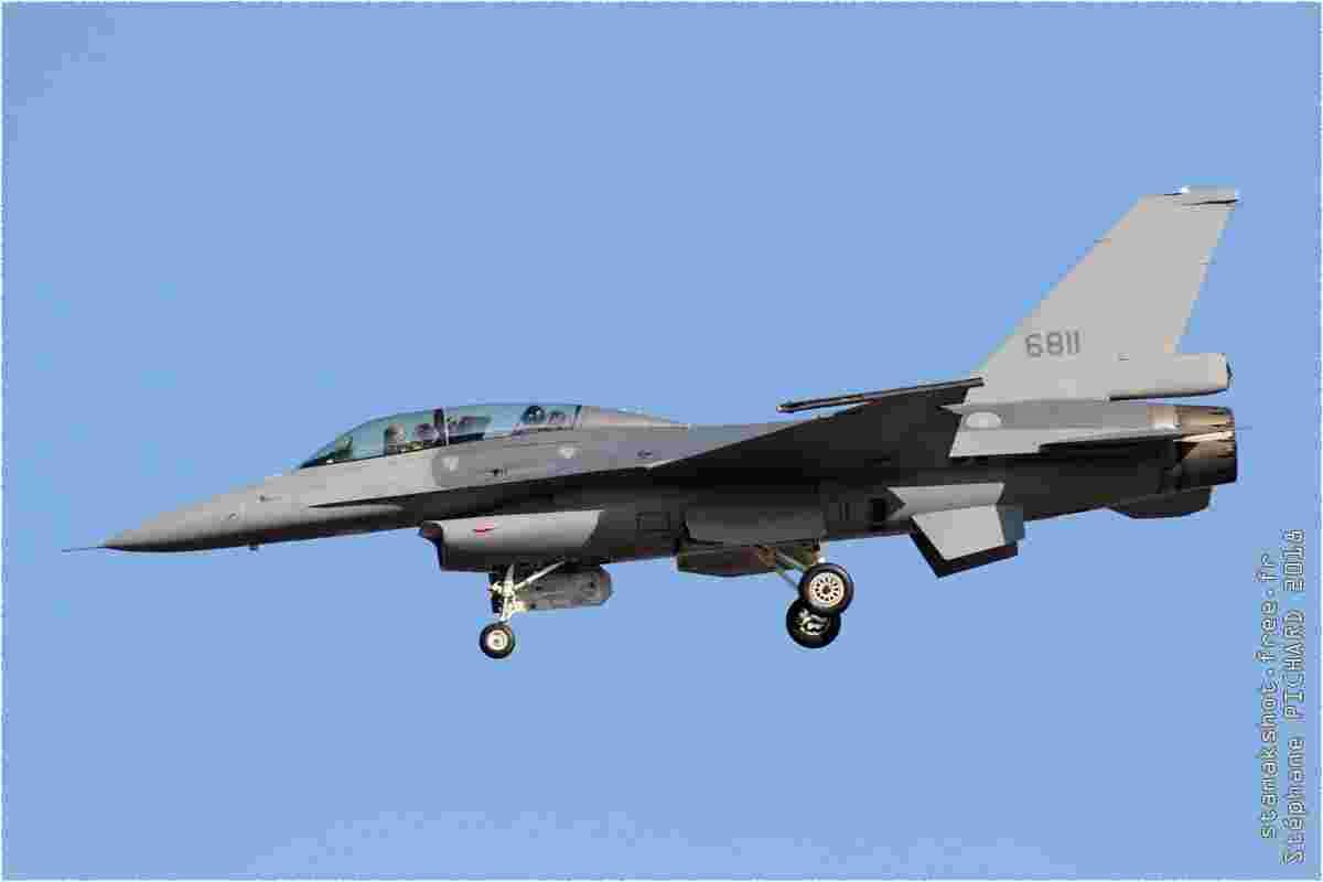 tofcomp#11398 F-16 de la Force aérienne de la République de Chine à l'atterrissage à Taichung (TWN) en 2018