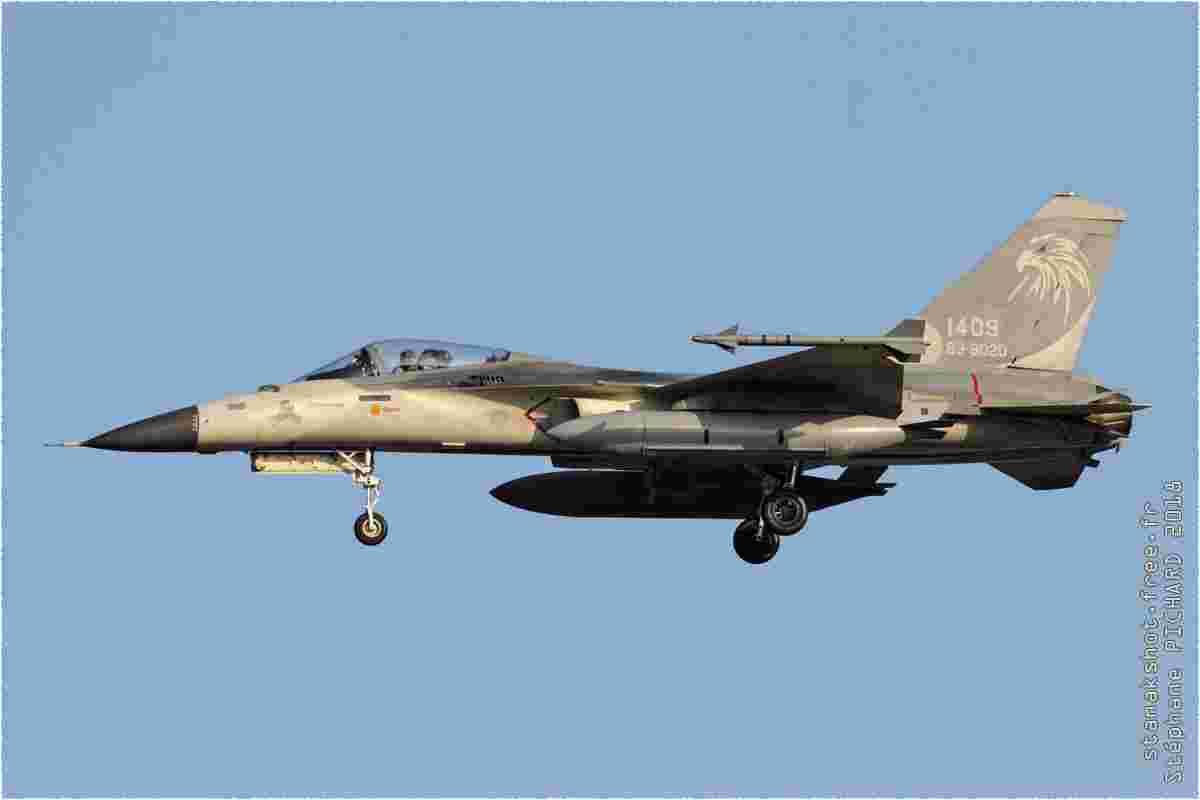 tofcomp#11404 F-CK-1 de la Force aérienne de la République de Chine à l'atterrissage à Taichung (TWN) en 2018