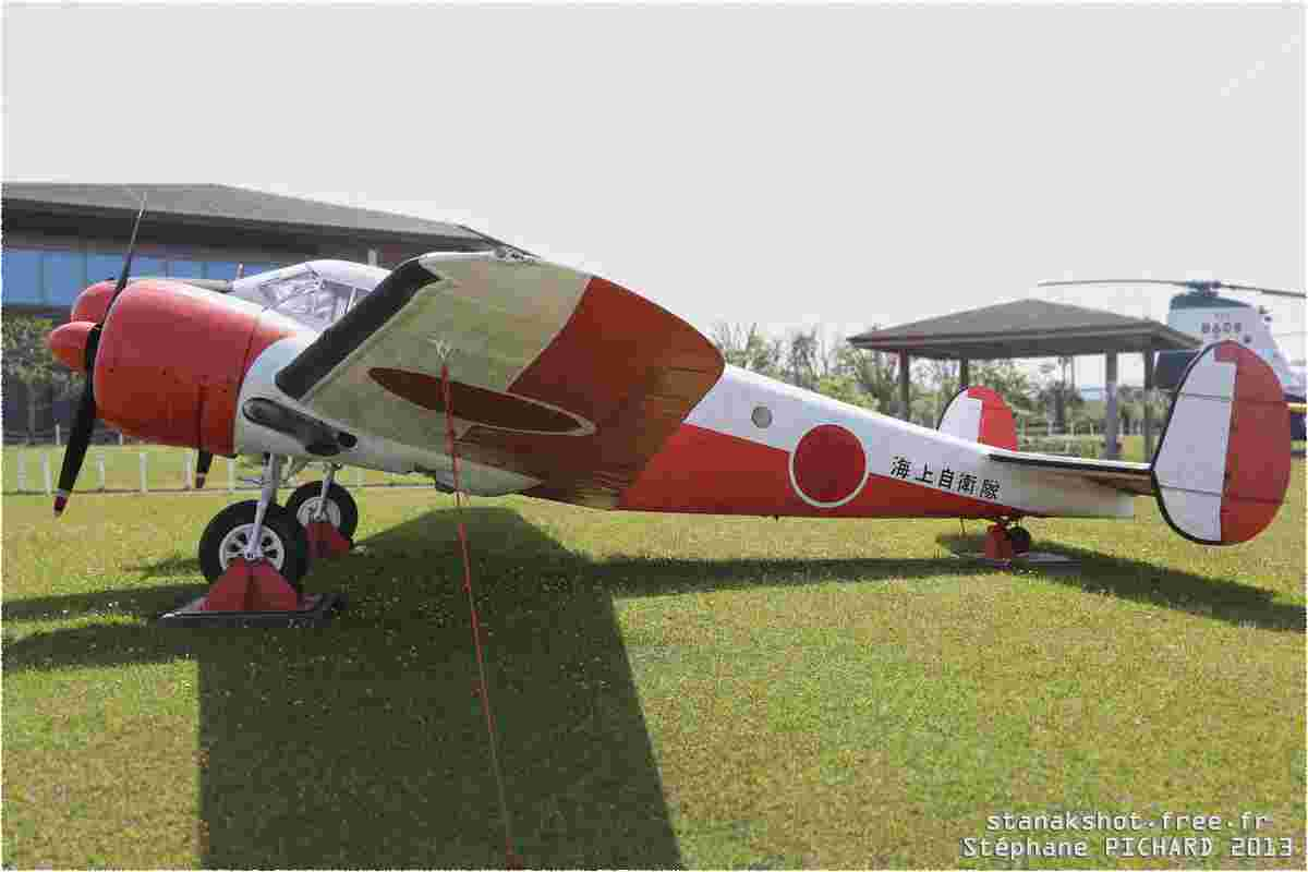 tofcomp#11806-Beech-18-Japon-navy