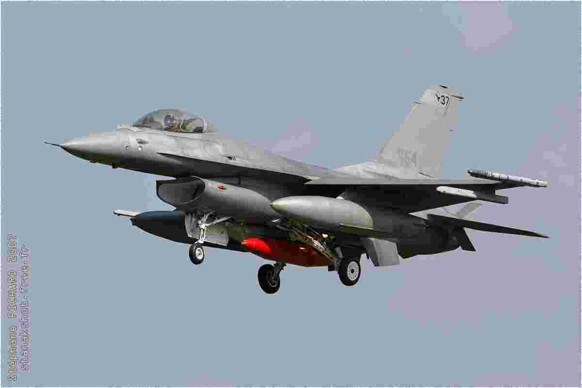 tofcomp#2083 F-16 de la Force aérienne italienne à l'atterrissage à Florennes (BEL) lors du TLP 2007-2