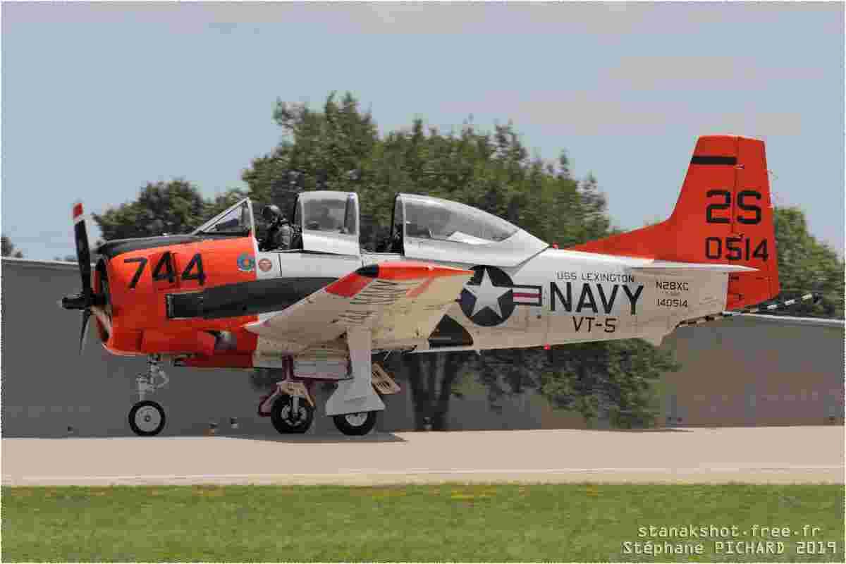 tofcomp#2165 T-28 enregistré aux USA à l'atterrissage à Oshkosh (WI, USA) en 2019