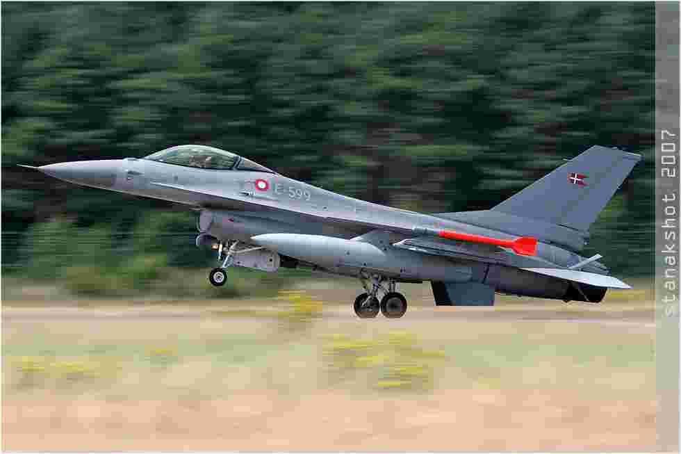 tofcomp#2845 F-16 de la Force aérienne danoise à l'atterrissage à Kleine-Brogel (BEL) en 2007