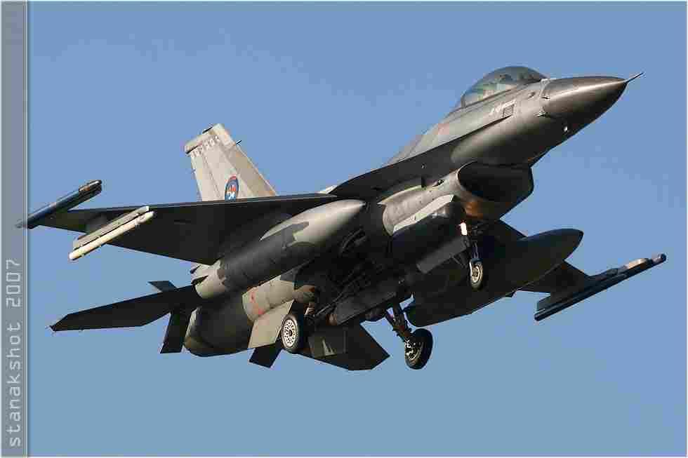 tofcomp#3182 F-16 des Forces aériennes royales néerlandaises à l'atterrissage à Florennes (BEL) lors du TLP 2007-6
