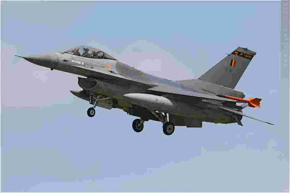 tofcomp#3627 F-16 de la Force aérienne belge à l'atterrissage à Landivisiau (FRA) en 2008 OT