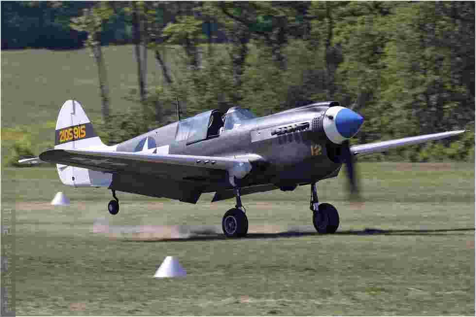 tofcomp#4763 P-40 enregistré en France à l'atterrissage à La Ferté Alais (FRA) en 2010