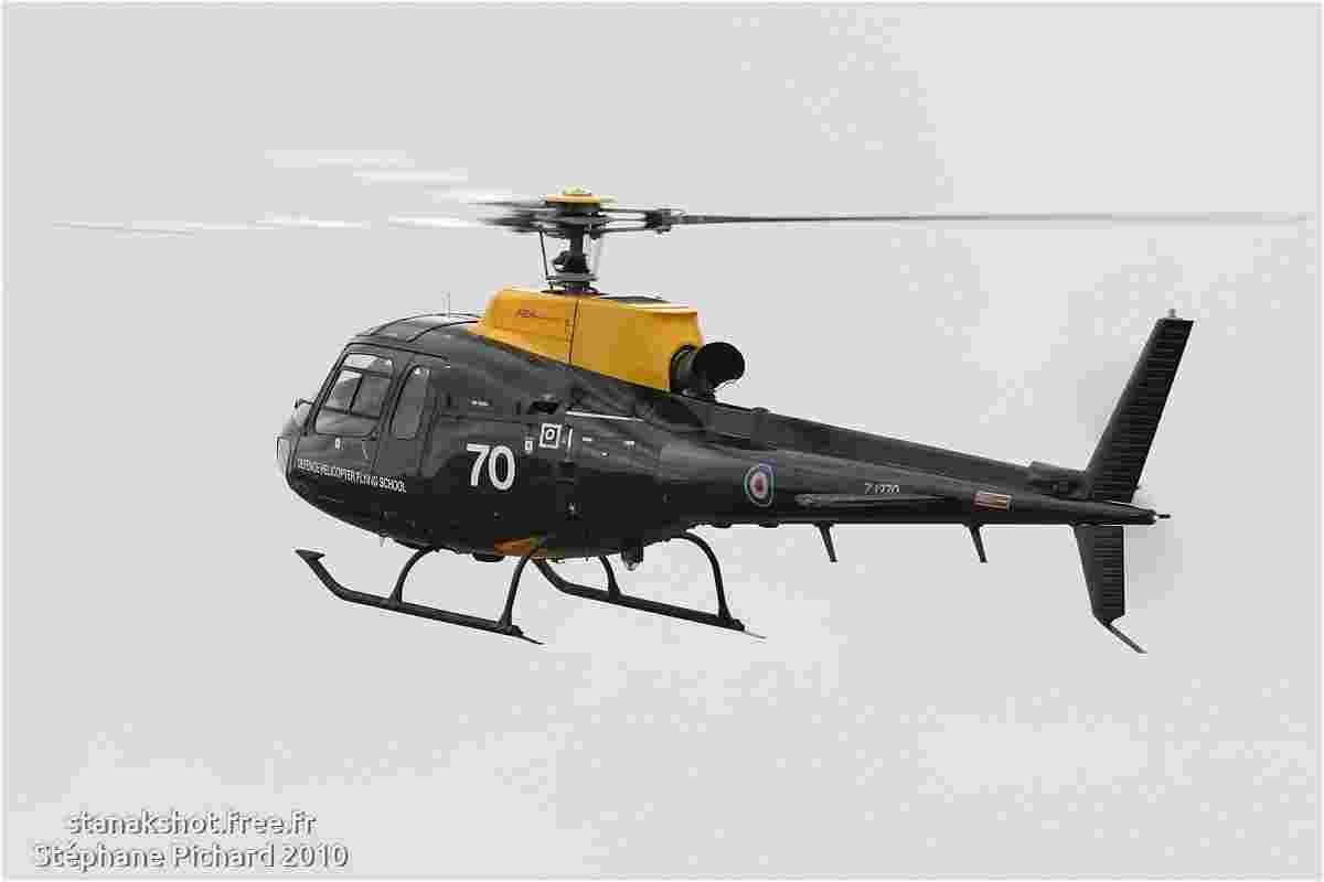 tofcomp#5292 Ecureuil de la Force aérienne royale britannique à l'atterrissage à Fairford (GBR) lors du RIAT 2010