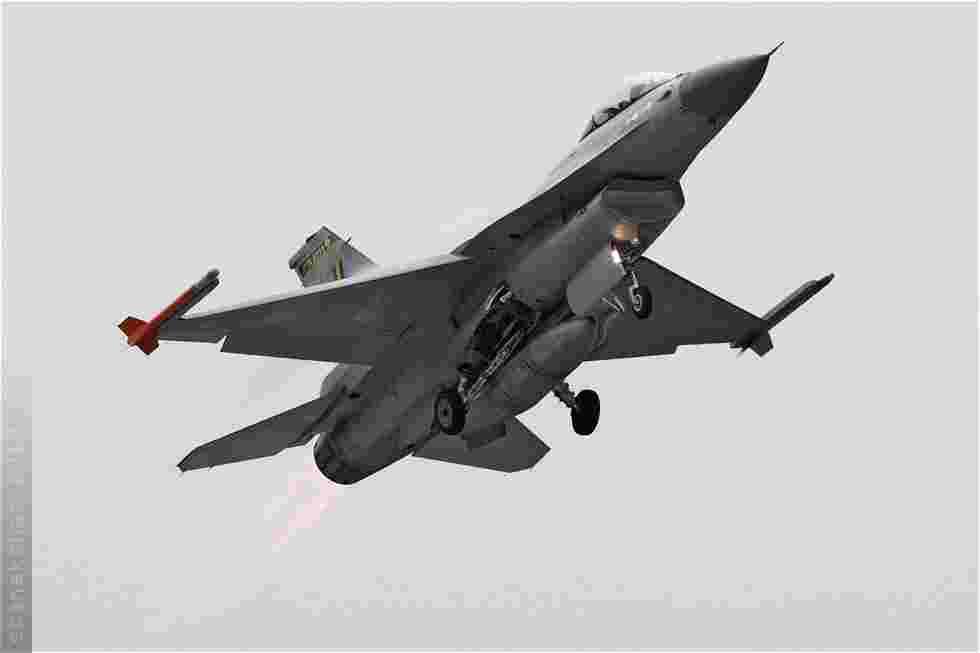 tofcomp#5401 F-16 de la Force aérienne belge au décollage à Volkel (NLD) lors du NTM 2010