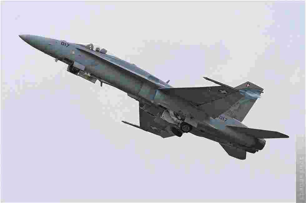 tofcomp#5512 F-18 des Forces aériennes suisses au décollage à Cambrai (FRA) lors du NTM 2011