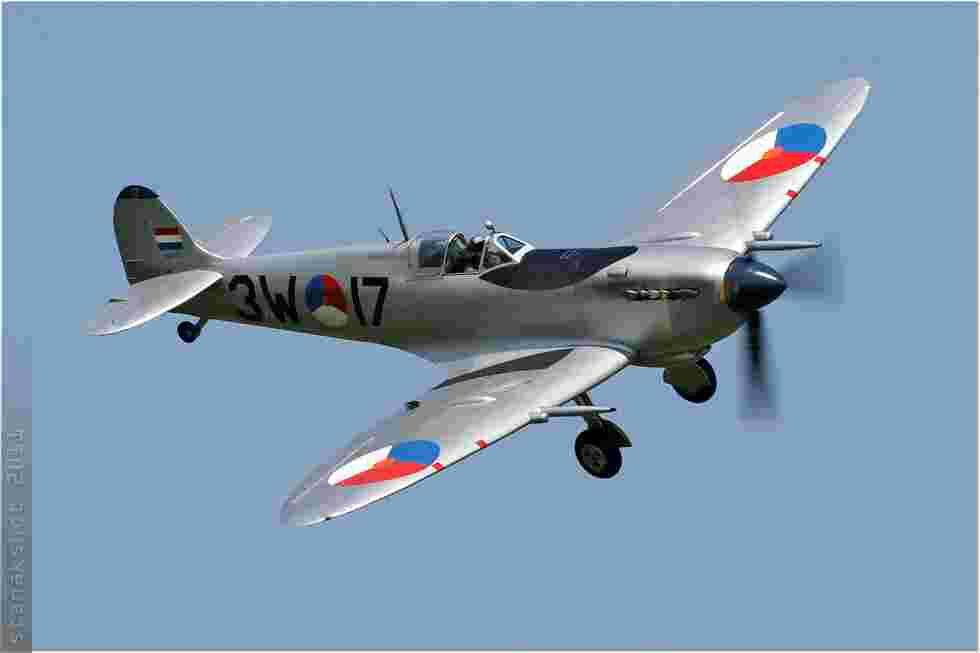 tofcomp#5933 Spitfire enregistré aux Pays-Bas à l'atterrissage à Coxyde (BEL) en 2011