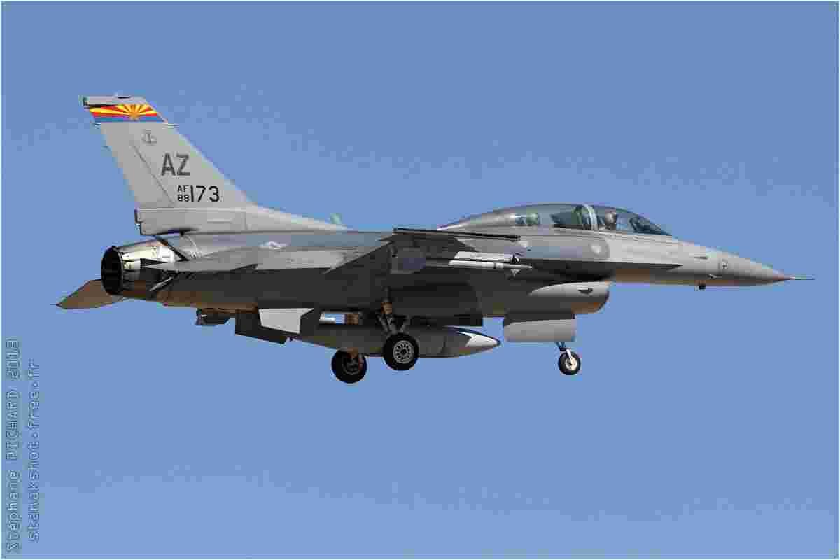 tofcomp#6568 F-16 de l'US Air Force à l'atterrissage à Tucson (AZ, USA) en 2013