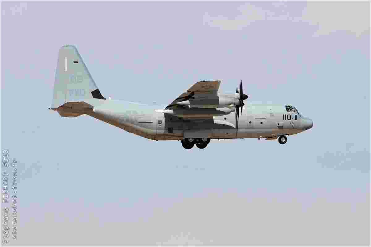 tofcomp#6649 C-130 du Corps des Marines américain à l'atterrissage à Yuma (AZ, USA) en 2013