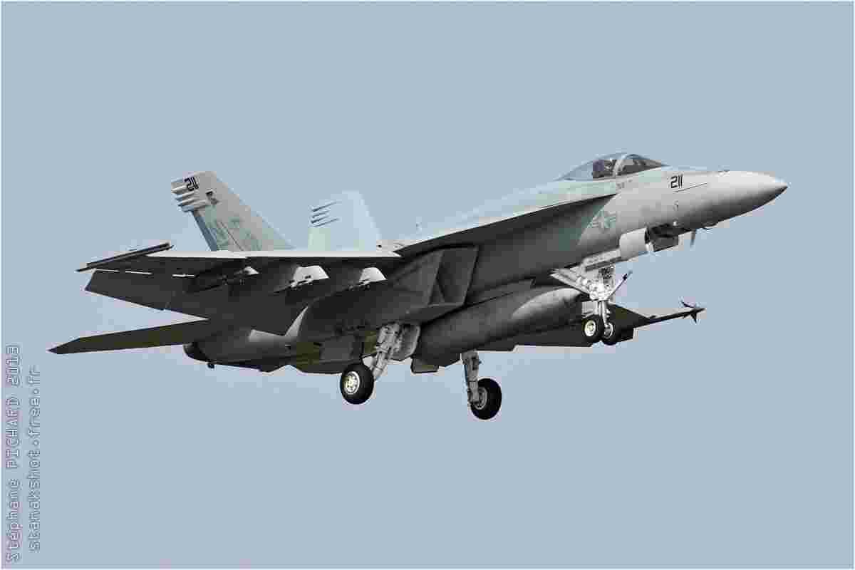 tofcomp#6808 F-18 de la Marine américaine à l'atterrissage à Atsugi (JPN) en 2013