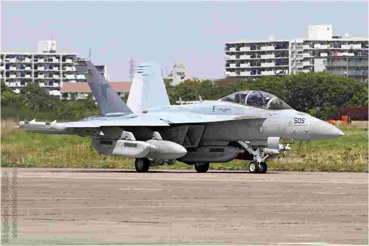tofcomp#6992 F-18 de la Marine américaine au roulage à Atsugi (JPN) en 2013