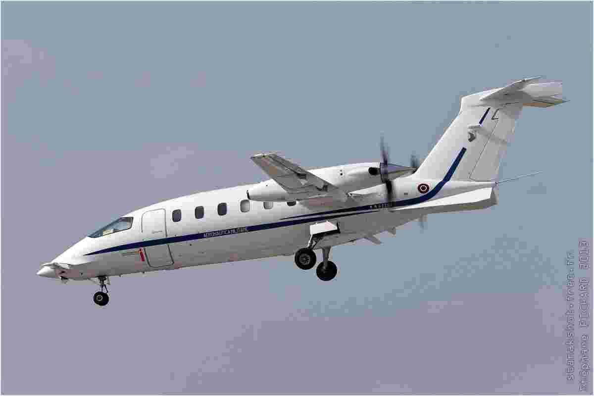 tofcomp#7194 Avanti de la Force aérienne italienne à l'atterrissage à Fairford (GBR) lors du RIAT 2013