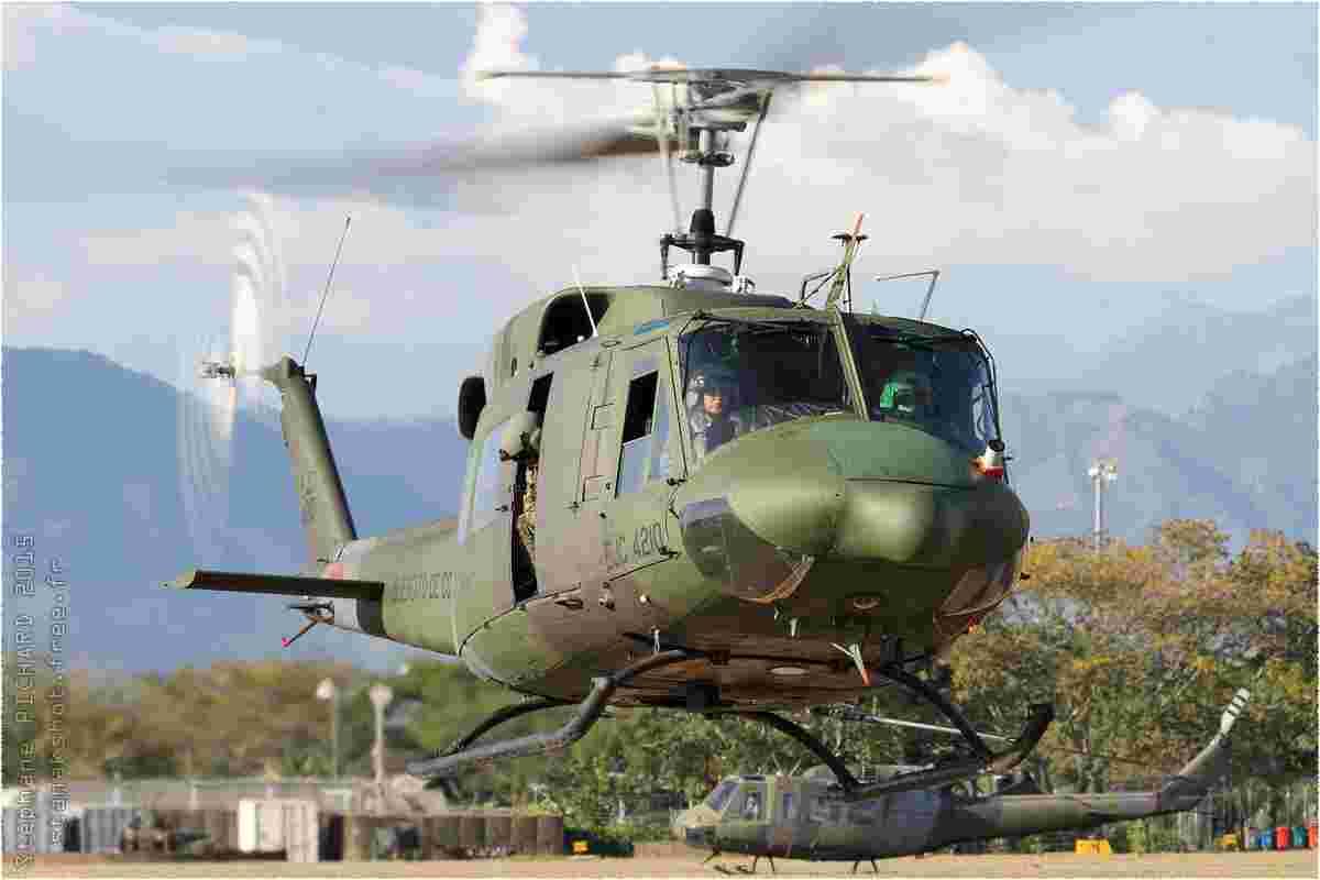 tofcomp#8617 Bell 212 de l'Armée de terre colombienne au roulage à Tolemaida (COL) en 2015