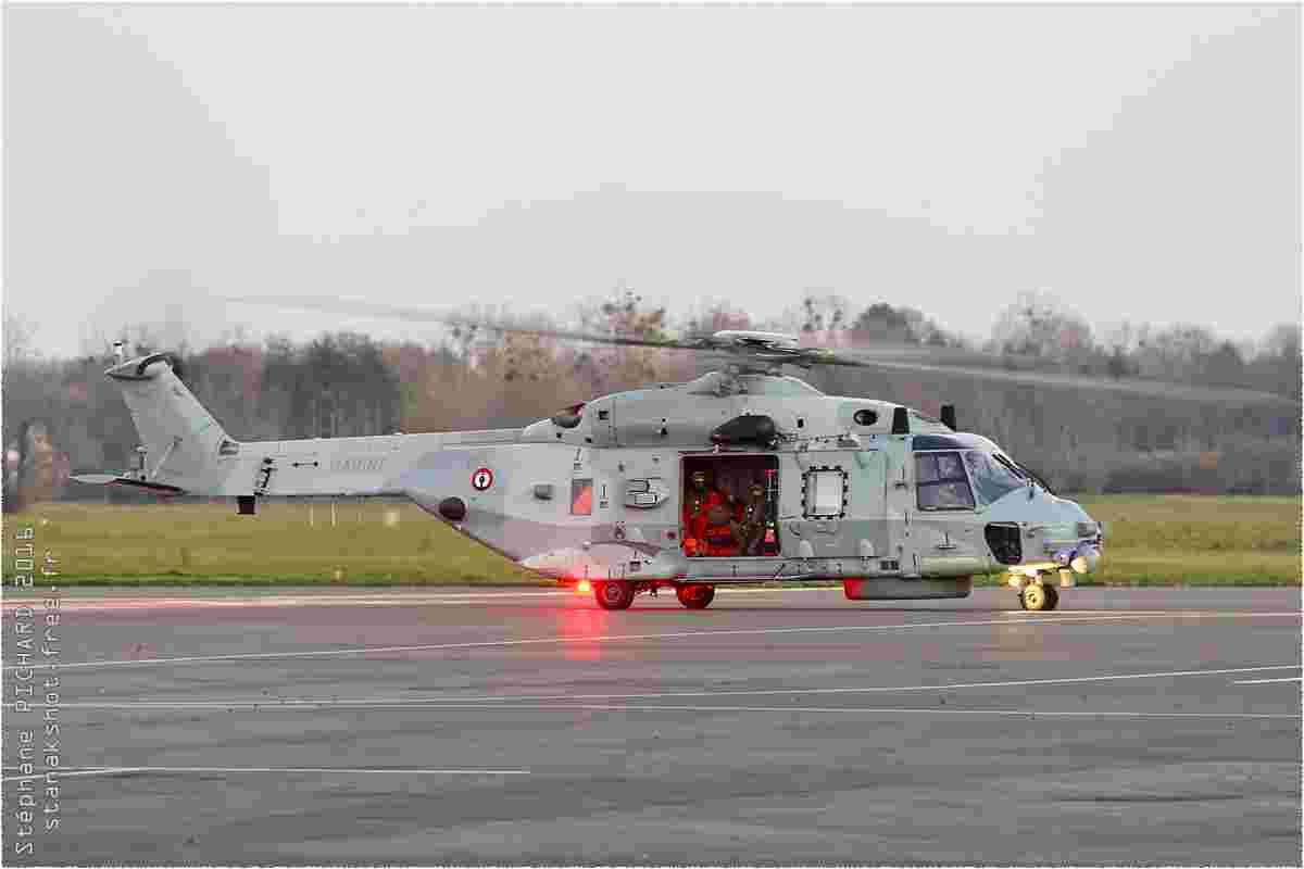 tofcomp#9748 NH-90 de l'Aéronavale française au roulage à Deauville (FRA) lors du ARMOR 2016